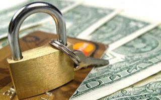 Имеют ли право судебные приставы снимать деньги с банковской карты (кредитной, зарплатной), использовать вклад