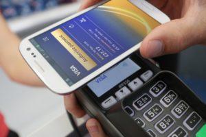 Бесконтактная оплата с помощью смартфона